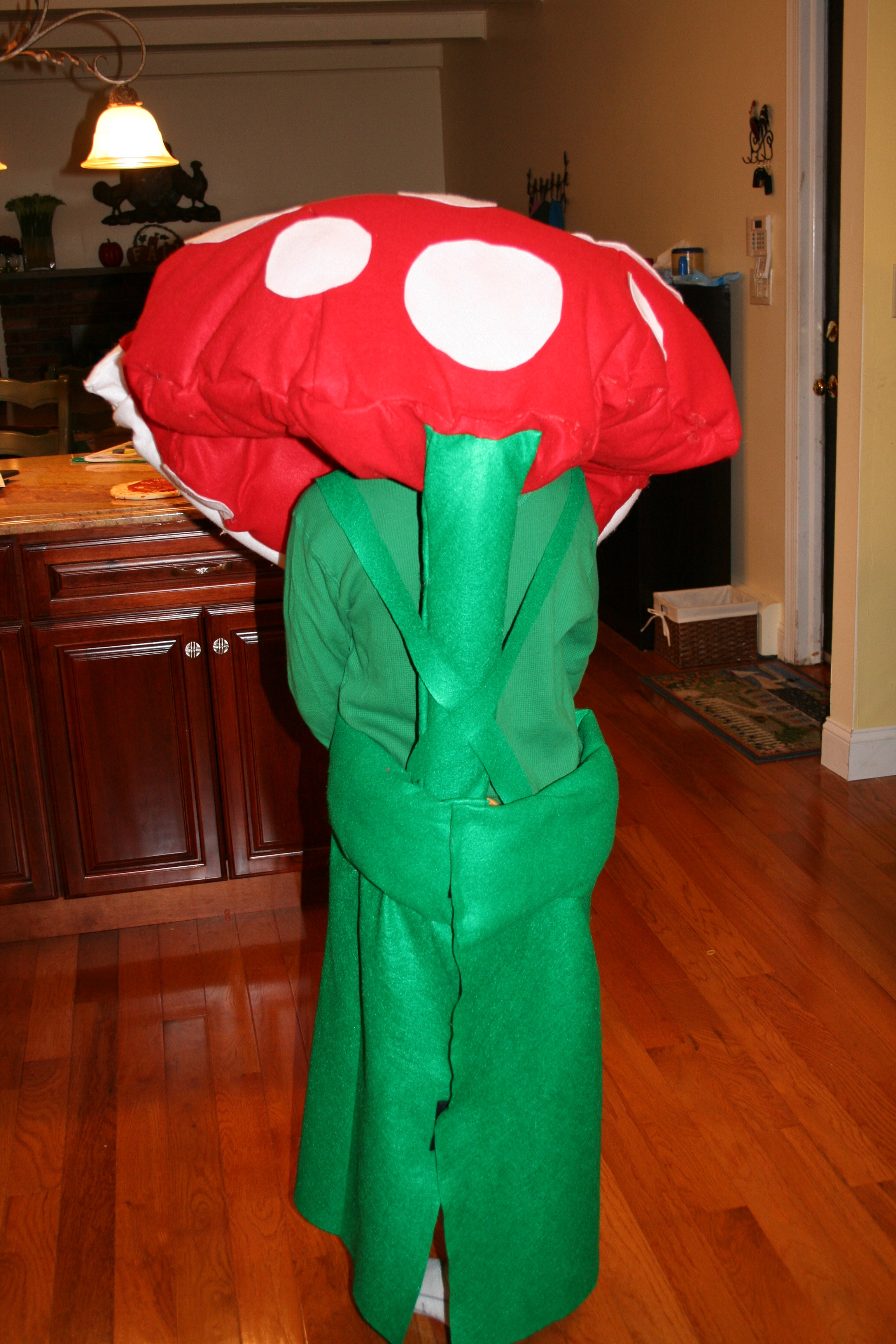 Super Mario Bros. Piranha Plant costume back