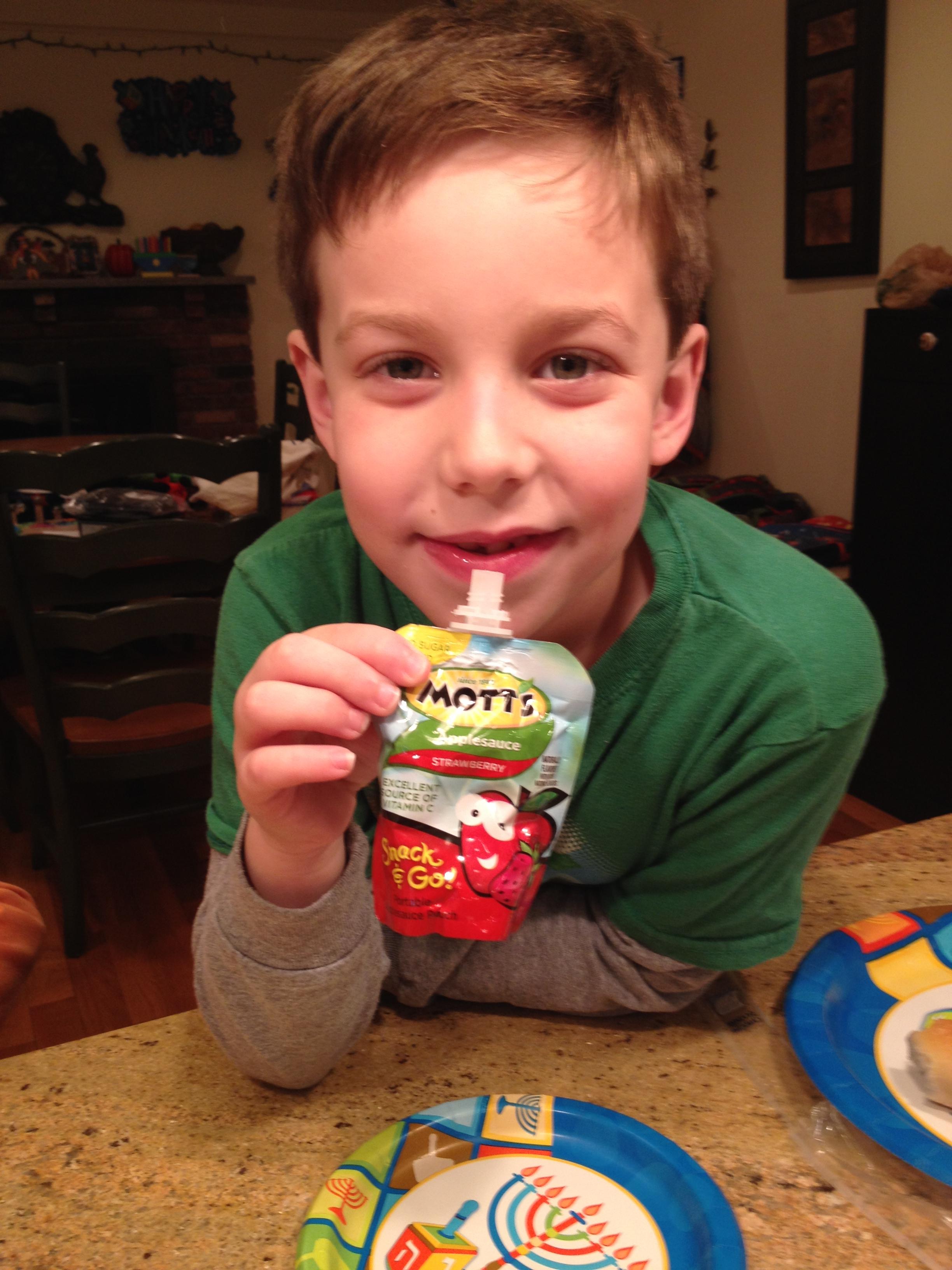 Mott's Snack & Go Strawberry applesauce
